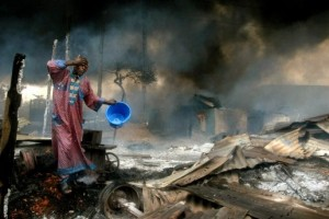 Akintunde Akinleye,  Pipeline explosion in Lagos, Nigeria, 2006.  Nigeria is the eighth largest oil producer in the world. Courtesy Akintunde Akinleye