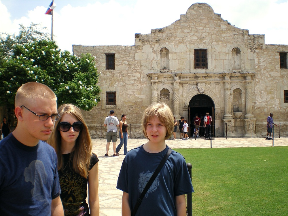 alamo tourists