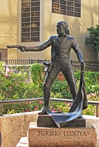 I like this jaunty man by William Easley. He often facilitates tourist vacation photos with somebody, usually a teenage boy, being shot in the head. As for the statue's inspiration, José Toribio Losoya (1808–1836) was an SA native who fought alongside Crockett, Travis, Bowie et. al. at the Alamo. So it wasn't just white guys vs brown guys (but mostly).