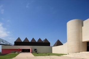 AMST 2006: Legorreta pyramids (left), Johnson mini-Gugg (right)