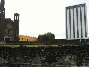 Former Foreign Ministry building and current UNAM Art Museum on the right, Templo de Santiago Tlateloco on left, image taken from the ruins below