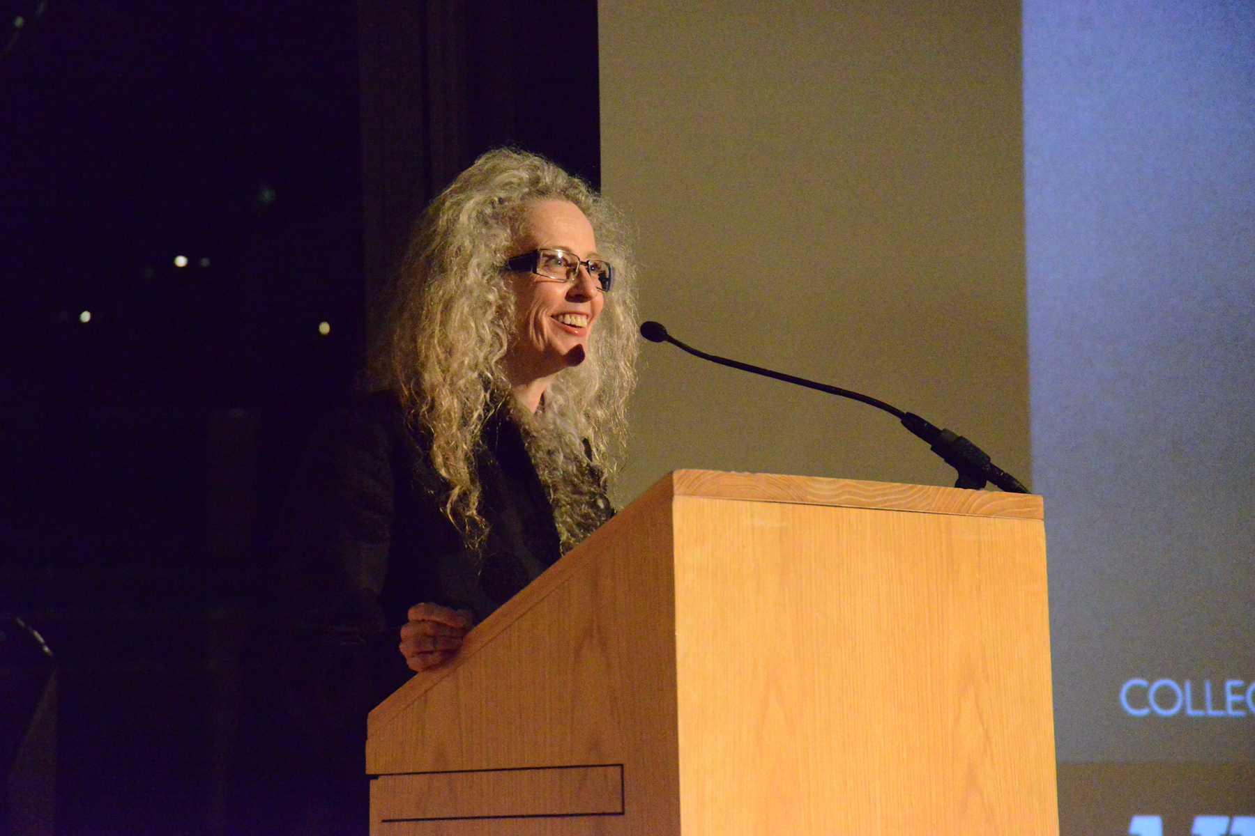 2013129-unt-nasher-lecture-kiki-smith-on-stage-left-side