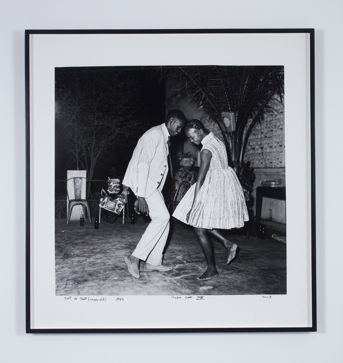 Malick Sidibé, Nuit de Nöel (Happy Club), 1963, Courtesy of the artist and Jack Shainman Gallery, NY