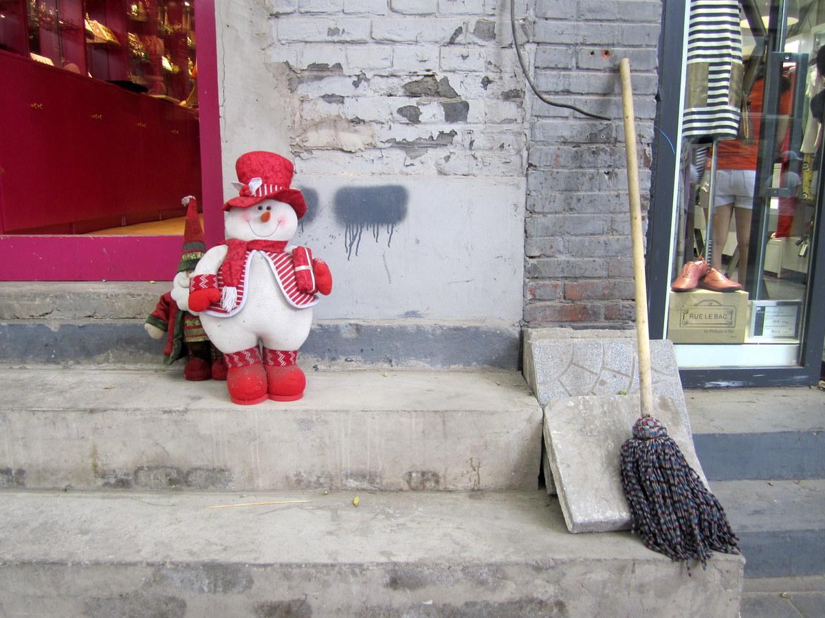 A snowman and a mop