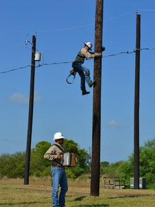 Austin Energy linemen relating to each other