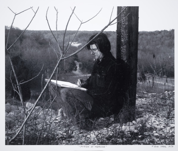 Robert Wade, Robert Smithson drawing at Northwood Institute, 1970. Photo courtesy of Robert Wade, Austin, Texas