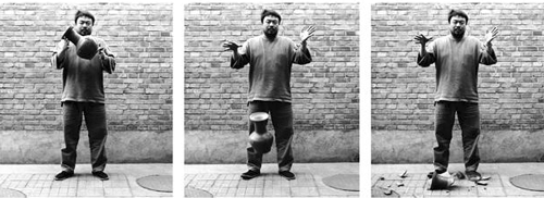 Photos displayed behind the vase installation: Dropping a Han Dynasty Urn. 1995, B/W-triptych. Photocredit Ai Weiwei © Ai Weiwei