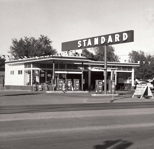 Edward Ruscha, Standard Station, Amarillo, Texas, 1962, from Twentysix Gasoline Stations, 1963. Gelatin silver print, © Ed Ruscha. Courtesy Whitney Museum of American Art.