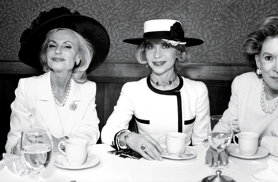 Lynn Wyatt at Tony's restaurant with Houstonians Pat Breen and Caroline Wiess Law, photographed by Annie Leibovitz in 1998. From Trunk Archive via Vanity Fair.