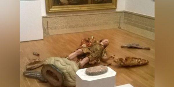 statue broken