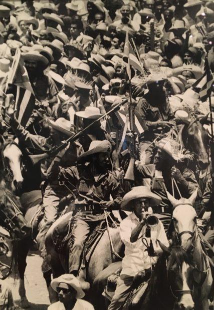 Alberto Korda, Camilo desfila con la caballeria (Camilo Parades with the Cavalry), 1959, gelatin silver print