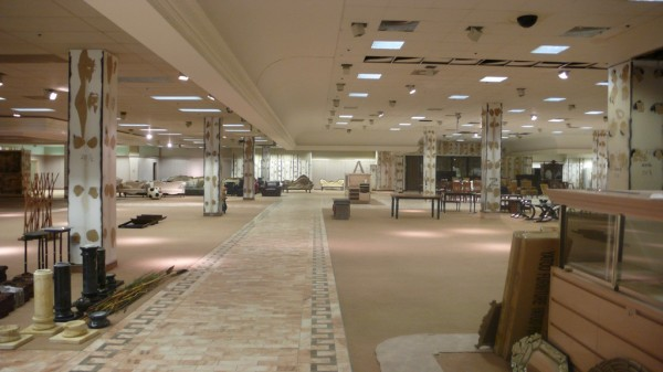 100 000sf Defunct Mall Open For Artistic Colonization In