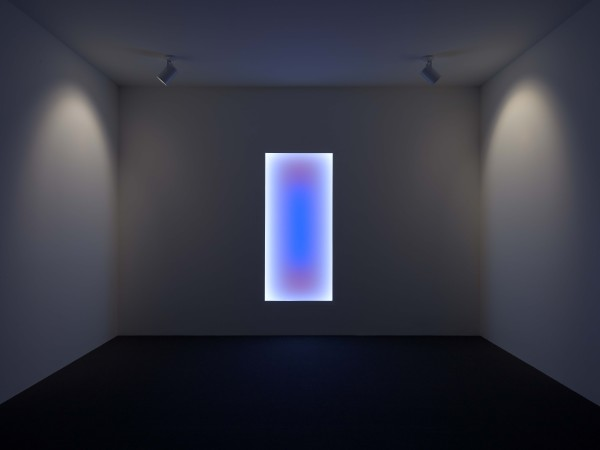 urora B: Tall Glass, 2010, LED, The Museum of Fine Arts, Houston, gift of the estate of Isabel B. Wilson in memory of Peter C. Marzio. © James Turrell / Photograph by Thomas DuBrock