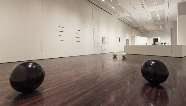 Escultura para todos os materiais não transparentes [Sculpture for All Nontransparent Materials], 1985