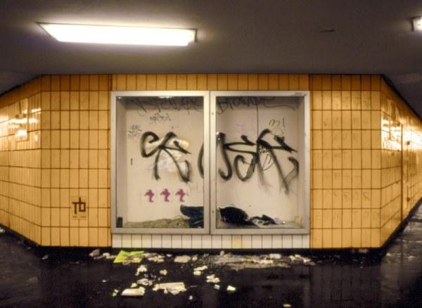 Etienne Boulanger, Shelter #10, S-088.A47, Alexanderplatz , 2002
