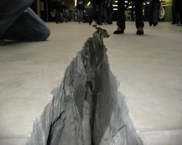 Doris Salcedo's Shibboleth at Tate Modern, 2007