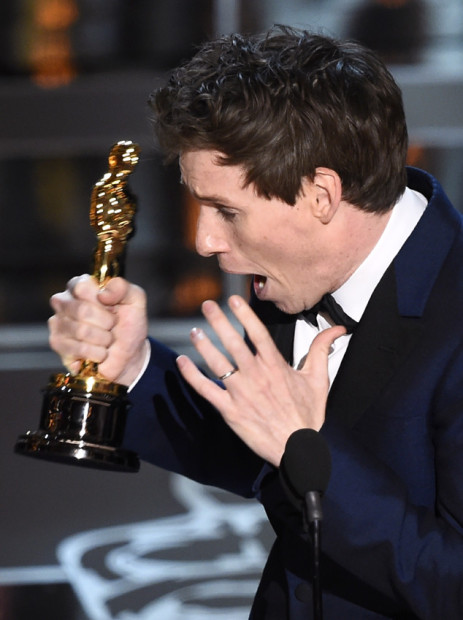 Winner for Best Actor Eddie Redmayne accepts his award on stage at the 87th Oscars February 22, 2015 in Hollywood, California. AFP PHOTO / Robyn BECK (Photo credit should read ROBYN BECK/AFP/Getty Images)