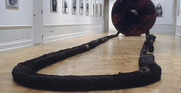Magdalena Abakanowicz sculpture