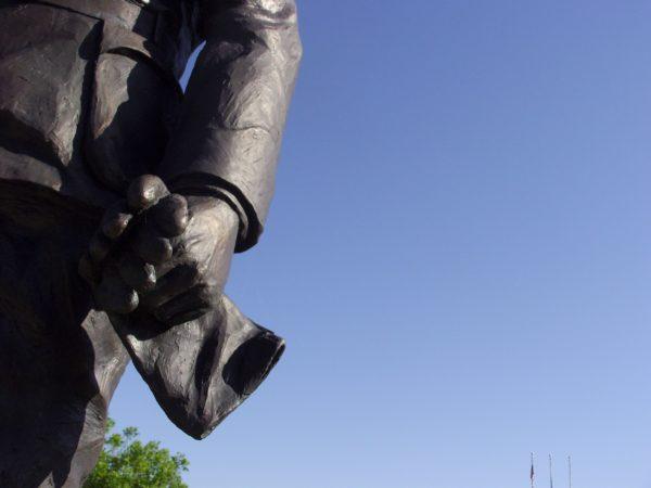 statue/flag poles