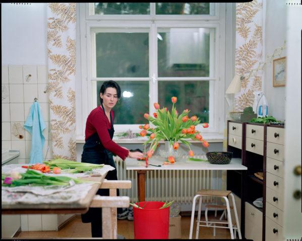 Tina Barney, The Tulips, 2001.
