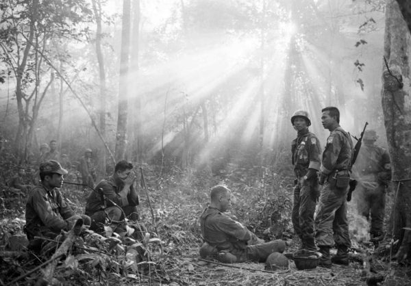 Horst Faas, South Vietnamese troops and US advisors, January 1965
