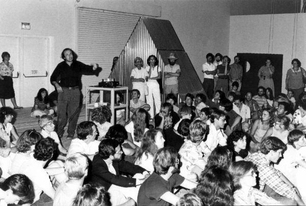 Vito Acconci gallery talk at the Contemporary Arts Museum Houston on August 8, 1981. Photo: Unknown. Courtesy Contemporary Arts Museum Houston Archive at Rice University, Texas.
