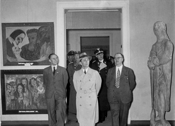 Goebbels views the Degenerate Art exhibition, 1937. Image courtesy of Wikipedia.