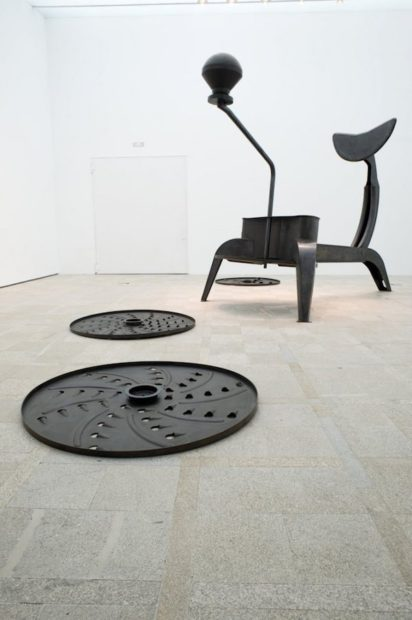 La Grande Broyeuse (Mouli-Julienne x 17), 1999. Mild steel, main sculpture 135 x 226 1/2 x 103 1/2 inches. Each disc 2 x 67 x 67 inches