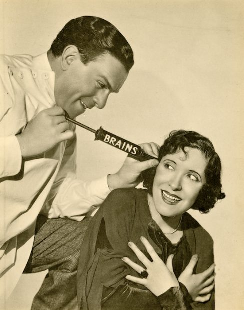 Unidentified photographer, [George Burns and Gracie Allen], ca. 1935. Gelatin silver print, 25.5 x 20.4 cm. Theater Biography Collection, Harry Ransom Center.