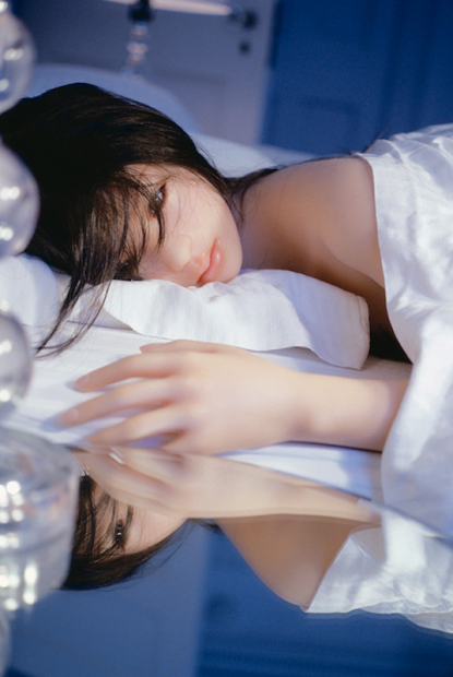 Laurie Simmons, The Love Doll/Day 8 (Lying on Bed), 2010.