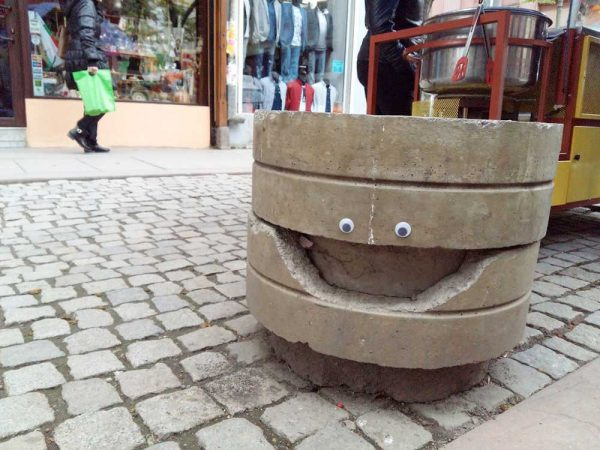 eyebombing-street-art-googly-eyes