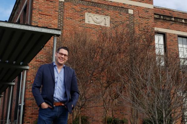 Dallas Texas artist Giovanni Valderas runs for City Council