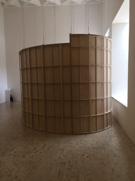 Wooden chamber that serves as an exit point to the obstacle course (Cámara de madera que sirve como punto de salida al sistema de obstáculos)