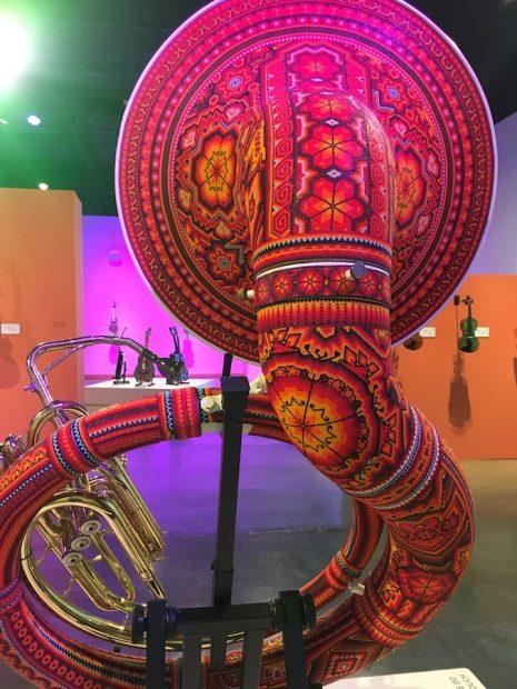 Vista de instalación, Sinfonía de colores, el International Museum of Art & Science (IMAS)