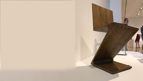 Zig-zag-chair-by-Gerrit-Rietveld