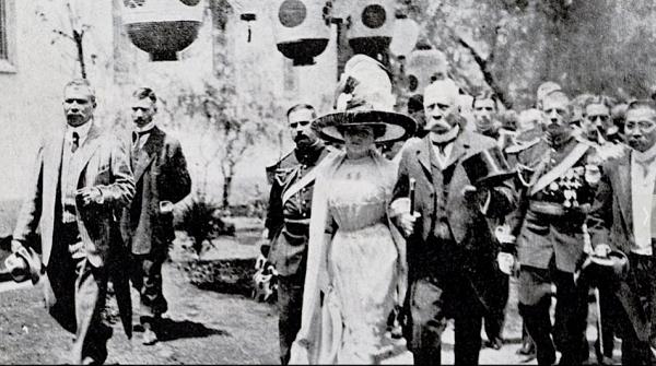Photograph of Porfirio Díaz and his wife, Carmen Romero Rubio, 1910