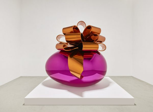 Jeff Koons bow art sculpture