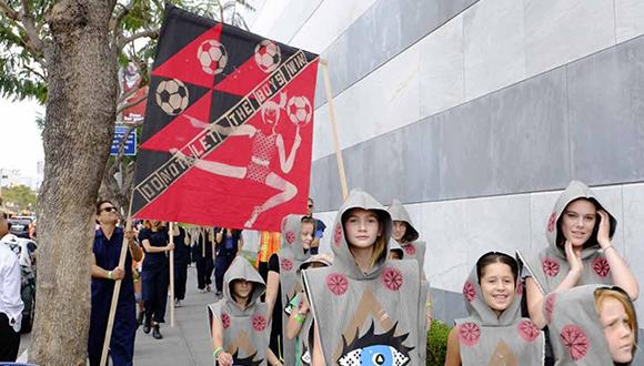 MAP2020-Lara-Schnitger-Suffragette-City-Procession-Hammer-Museum-Los-Angeles-2017