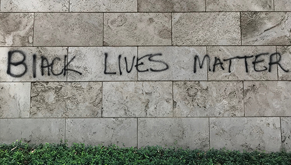 A-marble-wall-of-the-Nasher-Museum-with-the-phrase-Black-Lives-Matter-Jume-1-2020