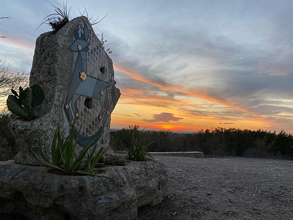 Najo Jām at sunset, by Carlos Cortés and Doroteo Garza.