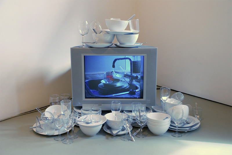 Fountain, 2003, Video, color, sound, 12 plates, 12 bowls, 12 glasses